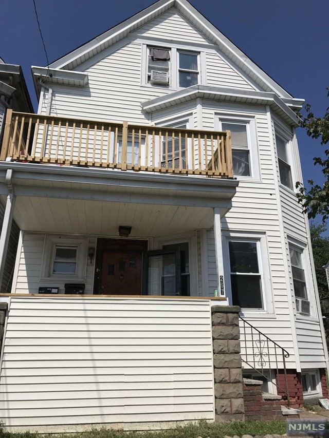 Villas / Townhouses for Sale at 267 North 11th Street 267 North 11th Street Prospect Park, New Jersey 07508 United States