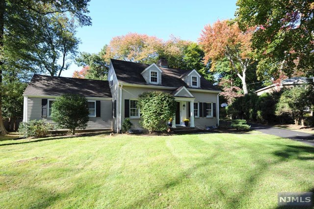 Single Family Home for Sale at 21 Cleverdon Road 21 Cleverdon Road Ho Ho Kus, New Jersey 07423 United States