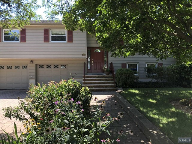Single Family Home for Sale at 121 Carol Place 121 Carol Place Wayne, New Jersey 07470 United States