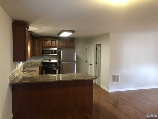Rental Communities for Rent at 1019 Ringwood Avenue , Unit 3 1019 Ringwood Avenue , Unit 3 Wanaque, New Jersey 07420 United States
