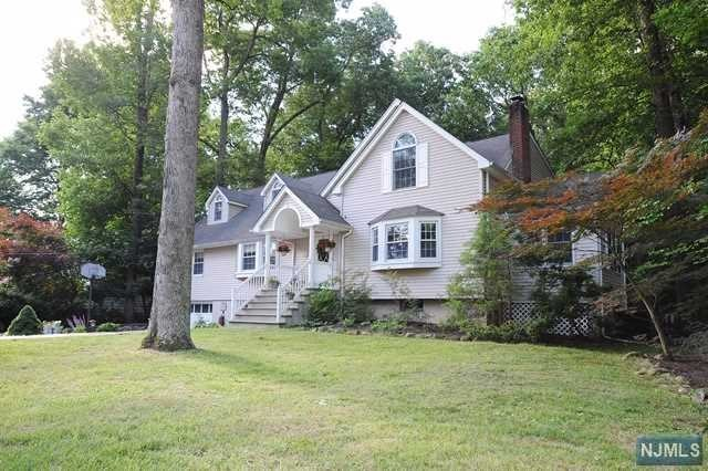 Single Family Home for Sale at 493 Pines Lake Drive 493 Pines Lake Drive Wayne, New Jersey 07470 United States