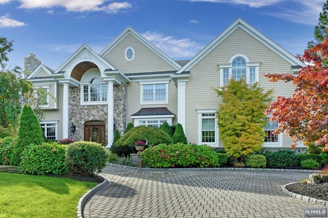 Single Family Home for Sale at 14 Patrick Brem Court 14 Patrick Brem Court Mahwah, New Jersey 07430 United States