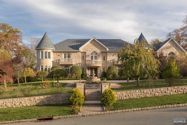Single Family Home for Sale at 33 Brams Hill Drive 33 Brams Hill Drive Mahwah, New Jersey 07430 United States
