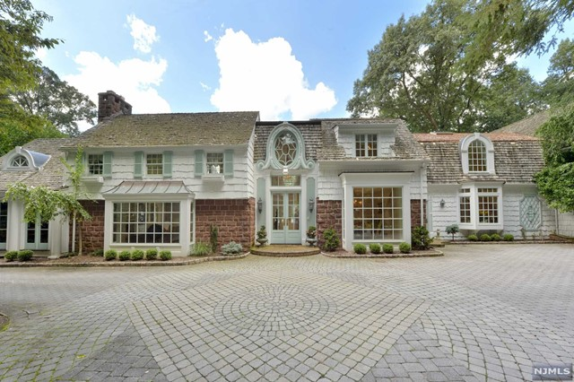 Single Family Home for Sale at 63 Oak Road 63 Oak Road Saddle River, New Jersey 07458 United States