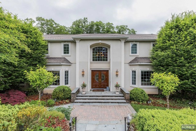 Single Family Home for Sale at 96 West Hill Road 96 West Hill Road Woodcliff Lake, New Jersey 07677 United States