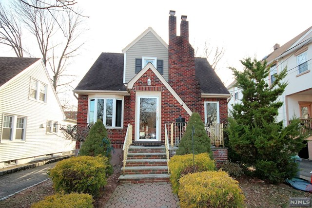 Single Family Home for Sale at 134 East Pleasant Avenue 134 East Pleasant Avenue Maywood, New Jersey 07607 United States