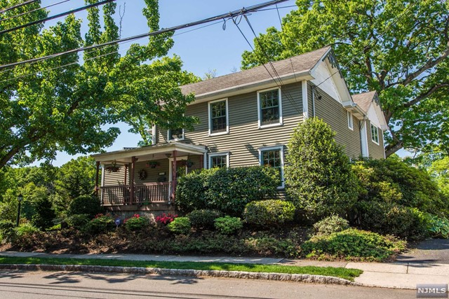 Single Family Home for Sale at 67 Vreeland Avenue 67 Vreeland Avenue Nutley, New Jersey 07110 United States