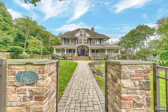 Single Family Home for Sale at 30 Olney Road 30 Olney Road Mahwah, New Jersey 07430 United States