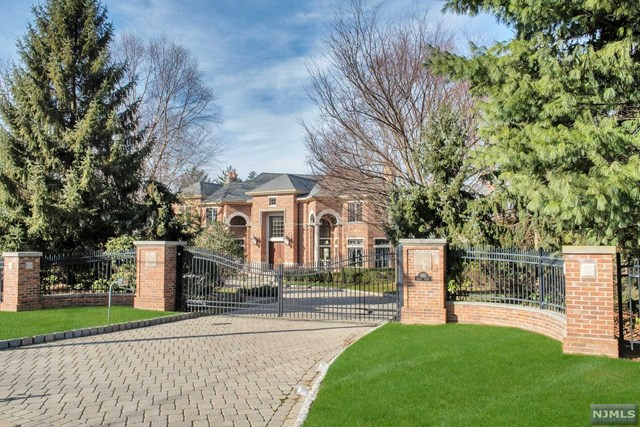 Single Family Home for Sale at 550 Summit Street 550 Summit Street Englewood Cliffs, New Jersey 07632 United States