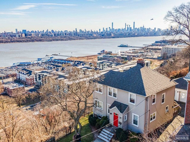 Single Family Home for Sale at 6 Columbia Avenue 6 Columbia Avenue Cliffside Park, New Jersey 07010 United States