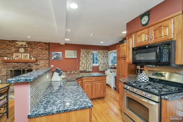 Additional photo for property listing at 12 Hoyer Avenue 12 Hoyer Avenue Westwood, New Jersey 07675 United States