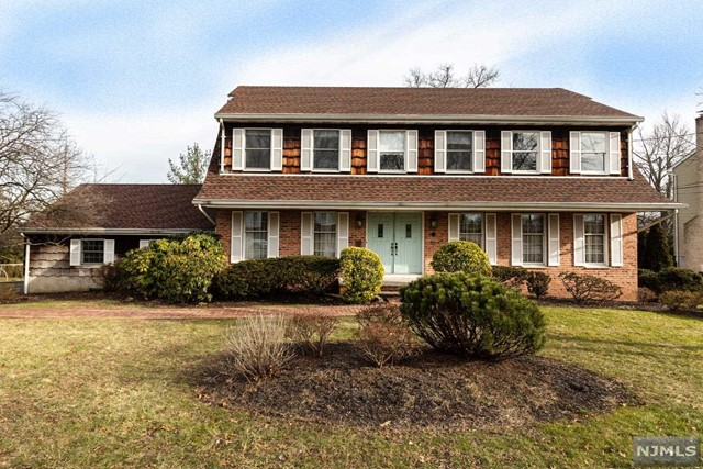 Single Family Home for Sale at 13 Grand Boulevard 13 Grand Boulevard Emerson, New Jersey 07630 United States