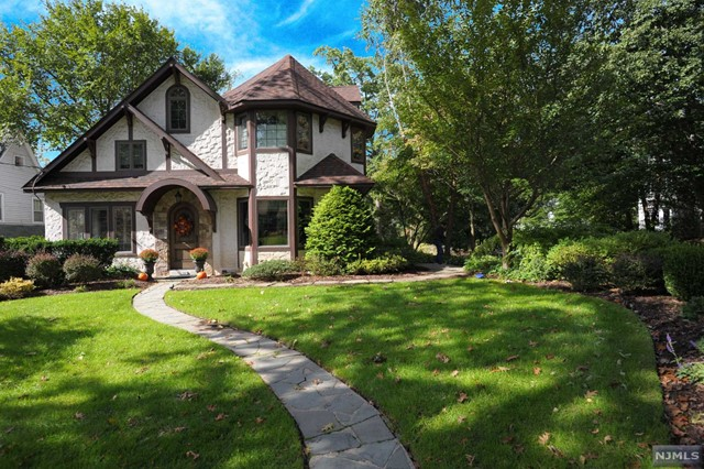 Single Family Home for Sale at 526 Hillcrest Road 526 Hillcrest Road Ridgewood, New Jersey 07450 United States