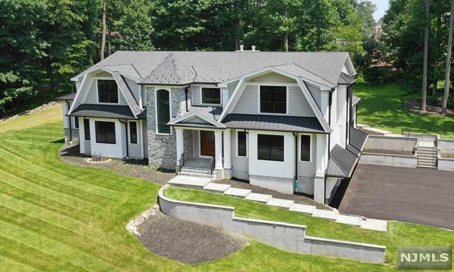 Single Family Home for Sale at 62 Lilline Lane 62 Lilline Lane Upper Saddle River, New Jersey 07458 United States