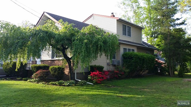 Single Family Home for Sale at 214 Hill Street 214 Hill Street Midland Park, New Jersey 07432 United States
