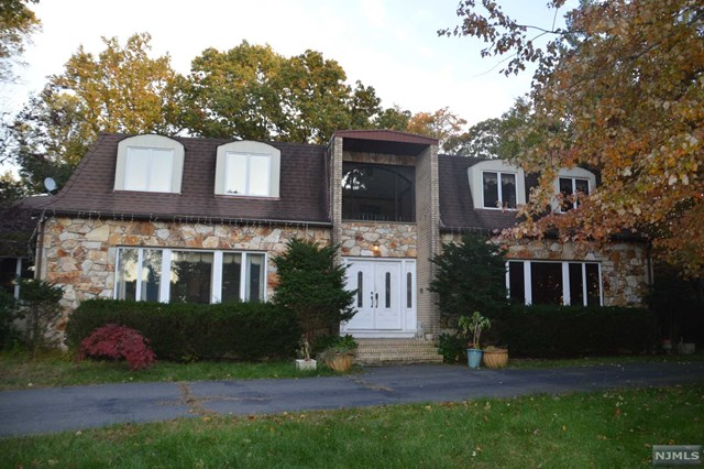 Single Family Home for Sale at 29 Gorga Place 29 Gorga Place Township Of Washington, New Jersey 07676 United States