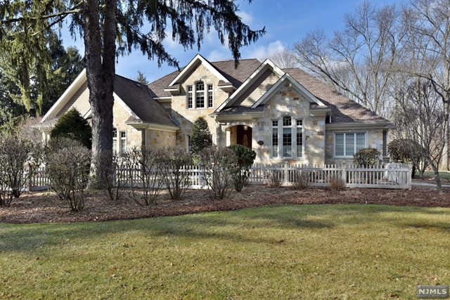 Single Family Home for Sale at 285 East Saddle River Road Upper Saddle River, New Jersey 07458 United States