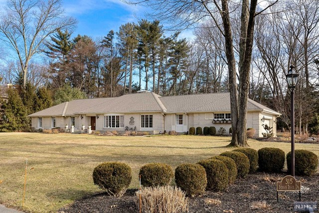 Single Family Home for Sale at 315 Indian Trail Drive 315 Indian Trail Drive Franklin Lakes, New Jersey 07417 United States