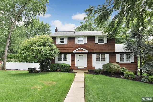 Single Family Home for Sale at 115 Fieldstone Place 115 Fieldstone Place Wayne, New Jersey 07470 United States