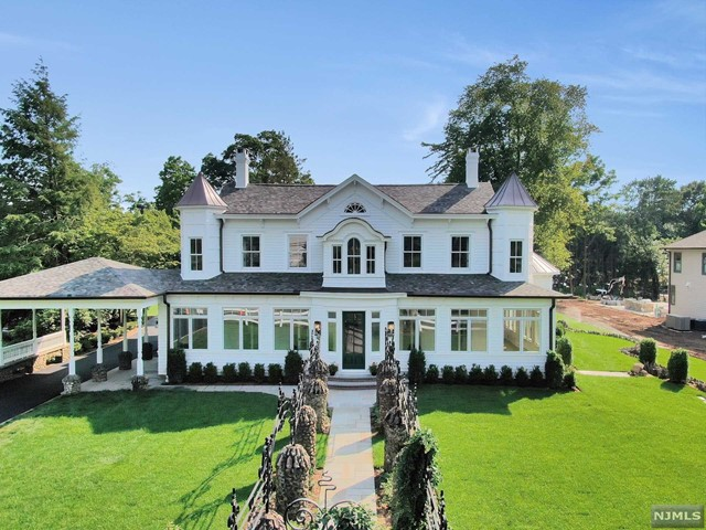 Single Family Home for Sale at 455 Wyckoff Avenue 455 Wyckoff Avenue Wyckoff, New Jersey 07481 United States