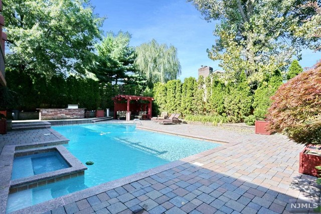 Single Family Home for Sale at 276 Ash Street 276 Ash Street Englewood Cliffs, New Jersey 07632 United States