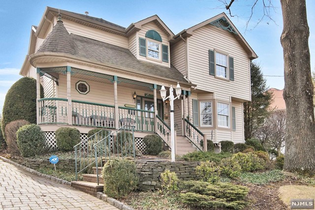 Single Family Home for Sale at 206 Westville Avenue 206 Westville Avenue West Caldwell, New Jersey 07006 United States
