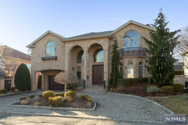 Single Family Home for Sale at 1075 Cumbermeade Road 1075 Cumbermeade Road Fort Lee, New Jersey 07024 United States