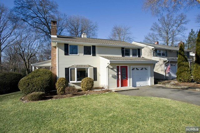 Single Family Home for Sale at 18 Ridge Street 18 Ridge Street Waldwick, New Jersey 07463 United States