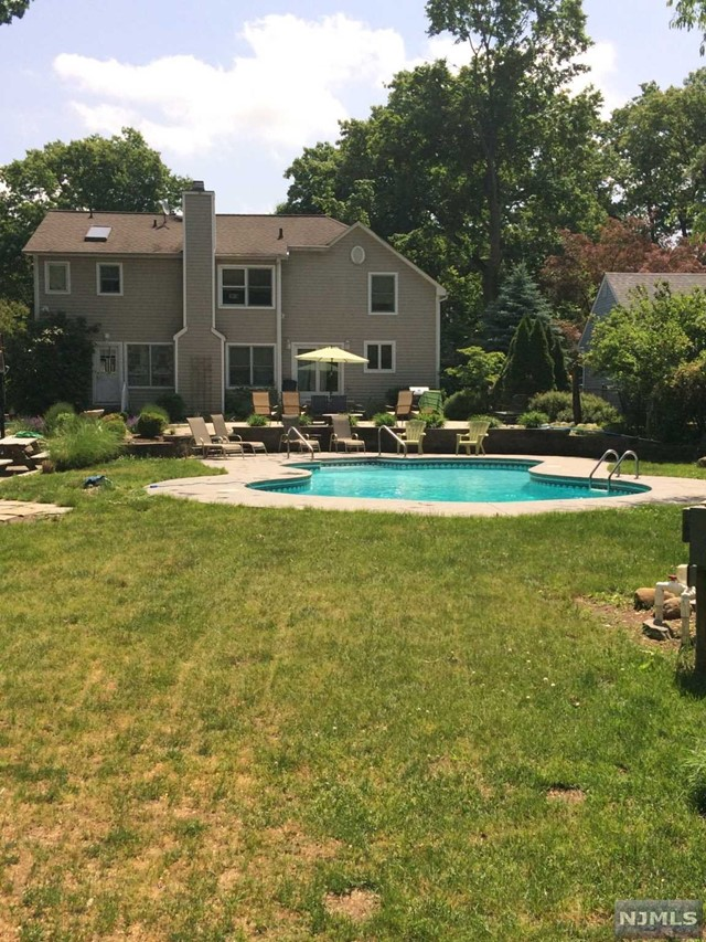 Single Family Home for Sale at 107 Woodside Avenue 107 Woodside Avenue Midland Park, New Jersey 07432 United States