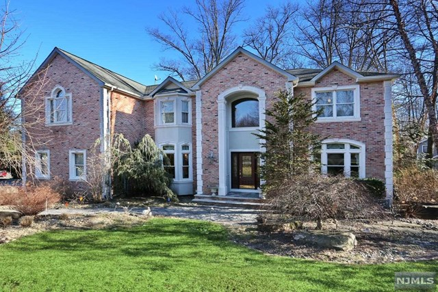 Single Family Home for Sale at 42 Berkshire Road 42 Berkshire Road Woodcliff Lake, New Jersey 07677 United States