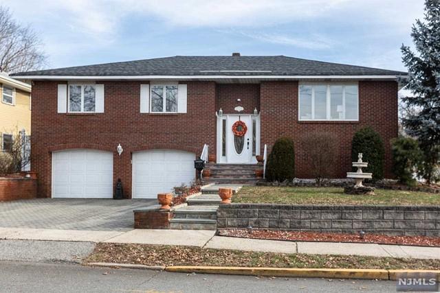 Single Family Home for Sale at 456 Oak Avenue 456 Oak Avenue Maywood, New Jersey 07607 United States