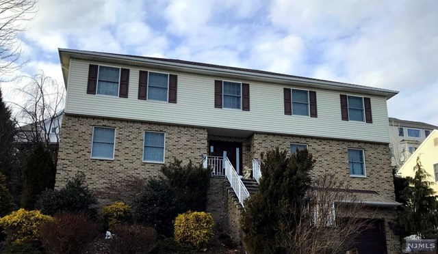 Single Family Home for Sale at 19 Stirling Terrace 19 Stirling Terrace Totowa, New Jersey 07512 United States