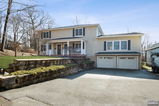 Single Family Home for Sale at 116 Second Street Mahwah, New Jersey 07430 United States