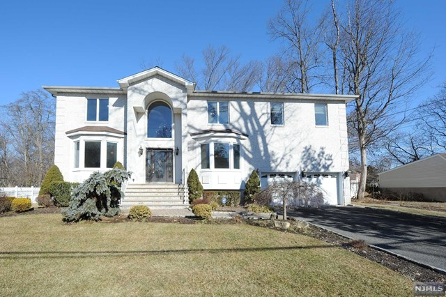 Single Family Home for Sale at 395 Knierm Place 395 Knierm Place New Milford, New Jersey 07646 United States