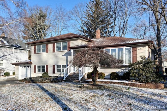 Single Family Home for Sale at 55 Bergen Avenue 55 Bergen Avenue Waldwick, New Jersey 07463 United States
