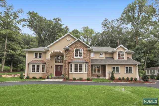 Single Family Home for Sale at 28 Lilline Lane 28 Lilline Lane Upper Saddle River, New Jersey 07458 United States
