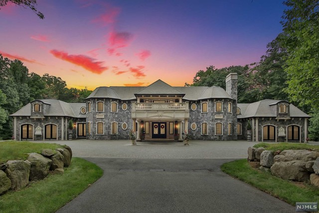 Single Family Home for Rent at 105 Chestnut Ridge Road 105 Chestnut Ridge Road Saddle River, New Jersey 07458 United States