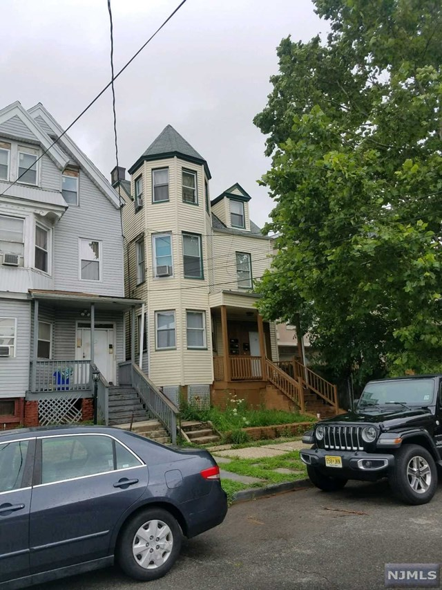 Villas / Townhouses for Sale at 211 Fairmount Avenue 211 Fairmount Avenue Newark, New Jersey 07103 United States