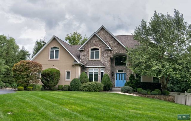 Single Family Home for Sale at 2 Fortune Way 2 Fortune Way Montebello, New York 10901 United States