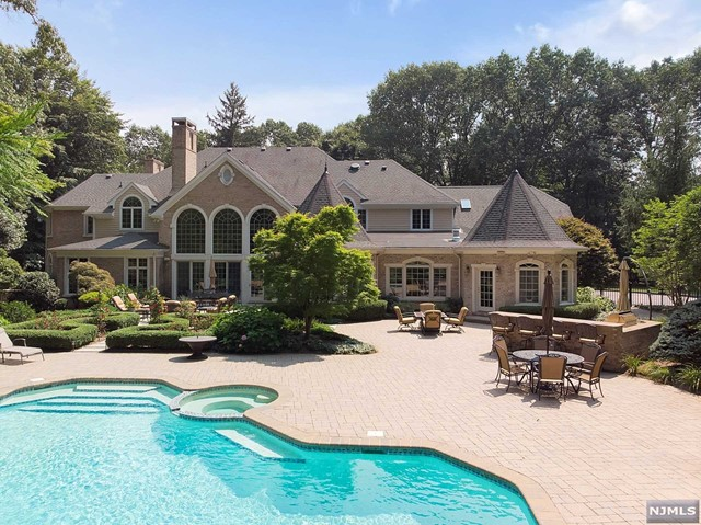 Single Family Home for Sale at 380 Crescent Drive 380 Crescent Drive Franklin Lakes, New Jersey 07417 United States