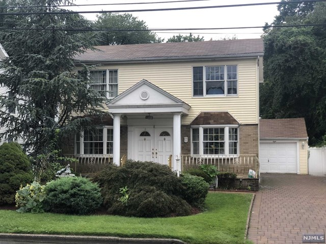 Single Family Home for Sale at 8 Jackson Place 8 Jackson Place Moonachie, New Jersey 07074 United States
