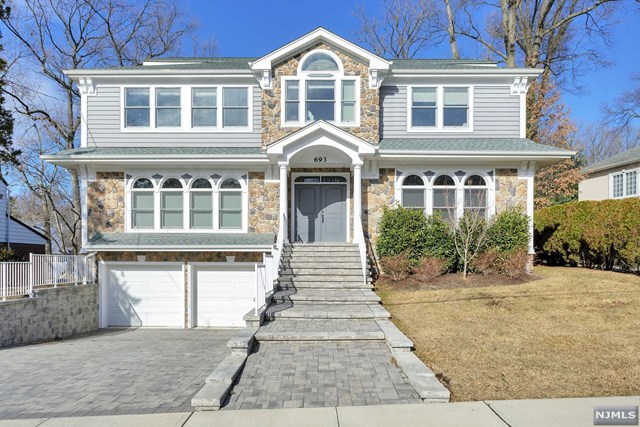 Single Family Home for Sale at 693 Downing Street 693 Downing Street Teaneck, New Jersey 07666 United States