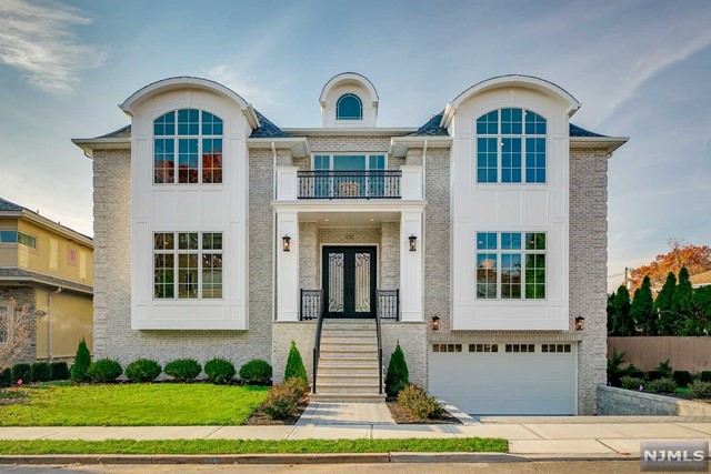Single Family Home for Sale at 350 Riverdale Drive 350 Riverdale Drive Fort Lee, New Jersey 07024 United States