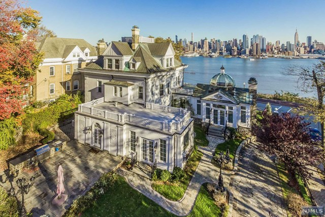 Single Family Home for Sale at 1 Hamilton Avenue 1 Hamilton Avenue Weehawken, New Jersey 07086 United States