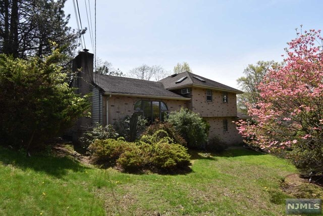 Single Family Home for Sale at 442 Andre Avenue 442 Andre Avenue Northvale, New Jersey 07647 United States