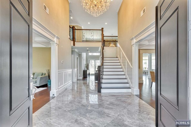 Single Family Home for Sale at 72 Skyline Drive Upper Saddle River, New Jersey 07458 United States