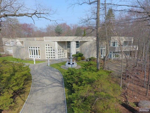 Single Family Home for Sale at 3 Cameron Road 3 Cameron Road Saddle River, New Jersey 07458 United States