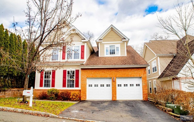Single Family Home for Sale at 16 Crooked Hill 16 Crooked Hill Oakland, New Jersey 07436 United States