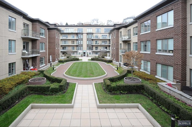Condominium for Sale at 250 Henley Place , Unit 312 250 Henley Place , Unit 312 Weehawken, New Jersey 07086 United States