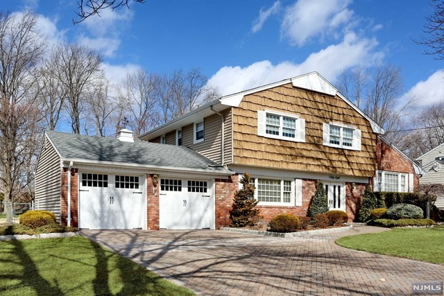 Single Family Home for Sale at 58 Beechwood Road 58 Beechwood Road Oradell, New Jersey 07649 United States